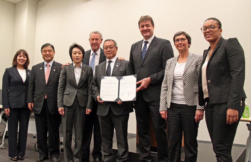 picture describing that  INSEP and Japan Sport Council signed the agreement of collaboration